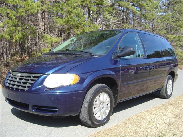 used 2005 chrysler town and country consumer reviews. Black Bedroom Furniture Sets. Home Design Ideas